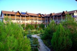 Территория отеля 18