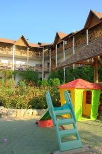 Территория отеля 6